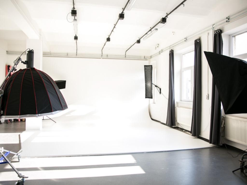 Holker-nyitott műterem
